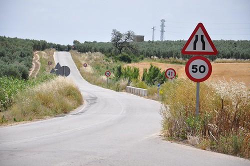 AionSur 14356970304_48fef89c03_d Fomento dice que la carretera Arahal-Morón se arreglará cuando esté terminado un nuevo proyecto si hay disponibilidad presupuestaria Provincia Sociedad  Carretera Arahal Moron