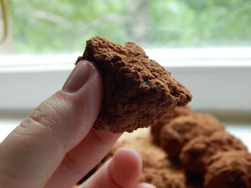 бисквитное пирожное типа картошка