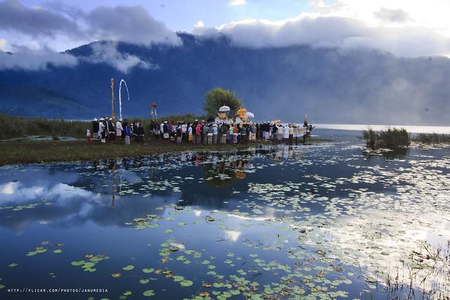 Bali Images : Nyegara Gunung