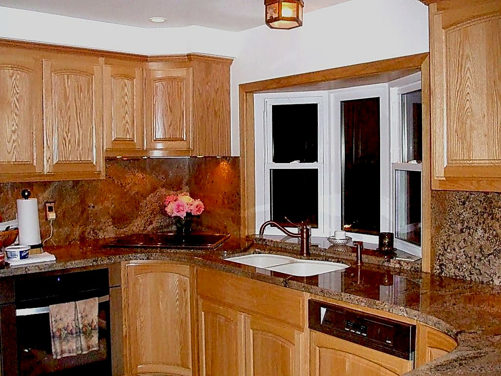 Show me you kitchen bay windows above sink for Show me beautiful kitchens