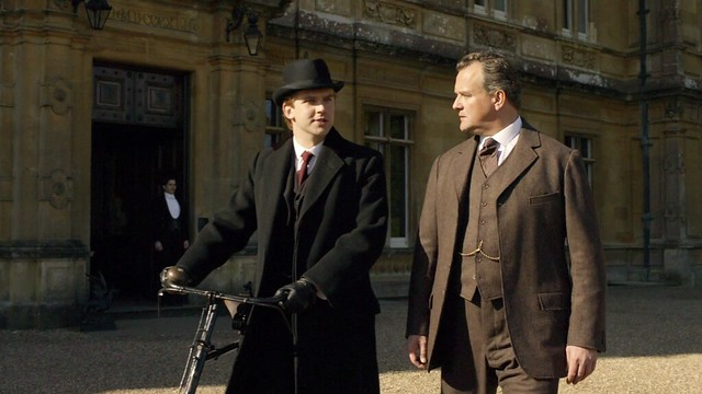 DowntonAbbeyS01E02_MatthewBike_Robert