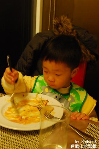 勛弟狂吃沙拉中(2)
