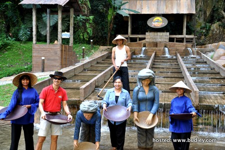 Demo Mendulang Bijih Timah Di Lost World of Tambun