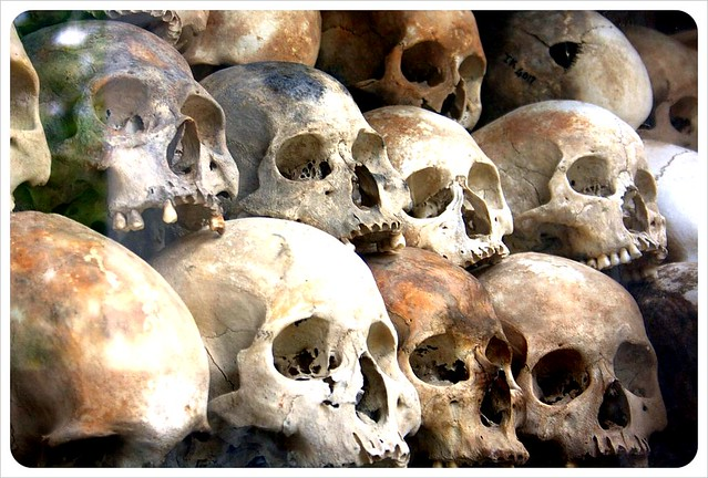 phom penh killing fields skulls