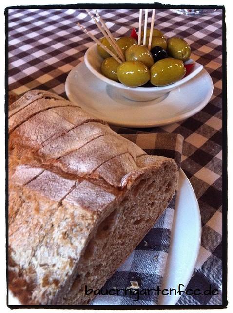 Brot-Oliven500