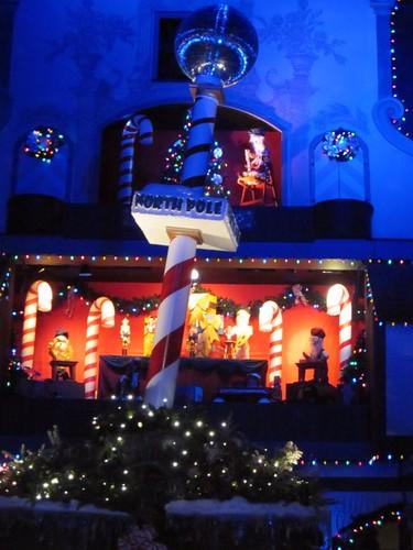 /2011/12/christmas-town-a-busch-gardens-celebration-2011/