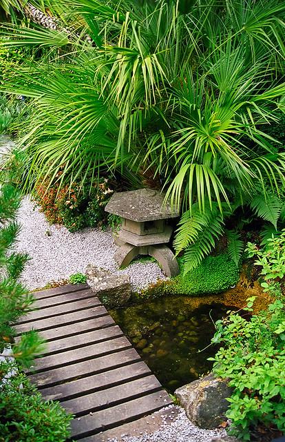 Lamorran house gardens cornwall uk a coastal garden for Japanese garden features