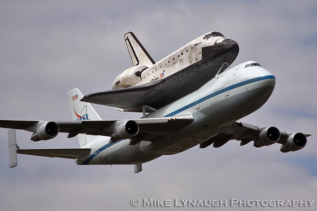 space shuttle discovery at dulles airport - photo #43