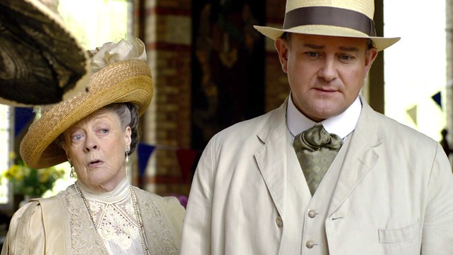 DowntonAbbeyS01E05_RoseContest_Countess+Lord_creamoliveascot
