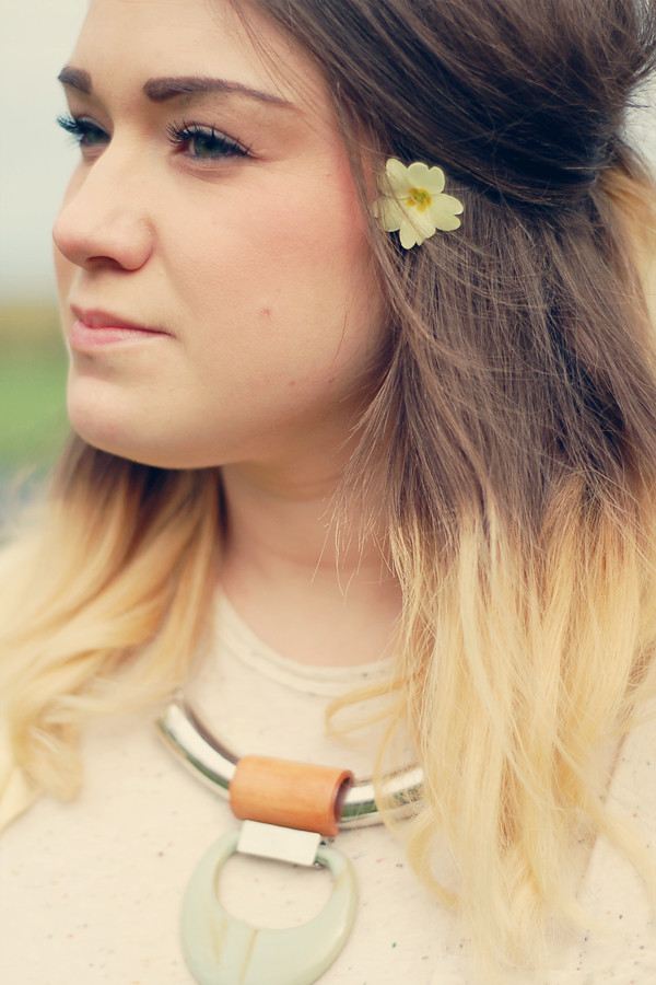 Wardrobeblock : yellow and white spring flower dip dyed hair blonde brunette brown