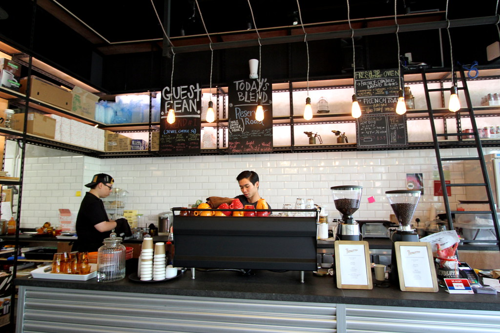 Revolution Coffee: Interior