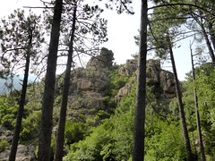 Le piton rocheux depuis le Peralzone