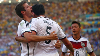 fifa-world-cup-mats-hummels-germany-france-thomas-muller-goal-celeb-mesut-ozil_3167980[1]
