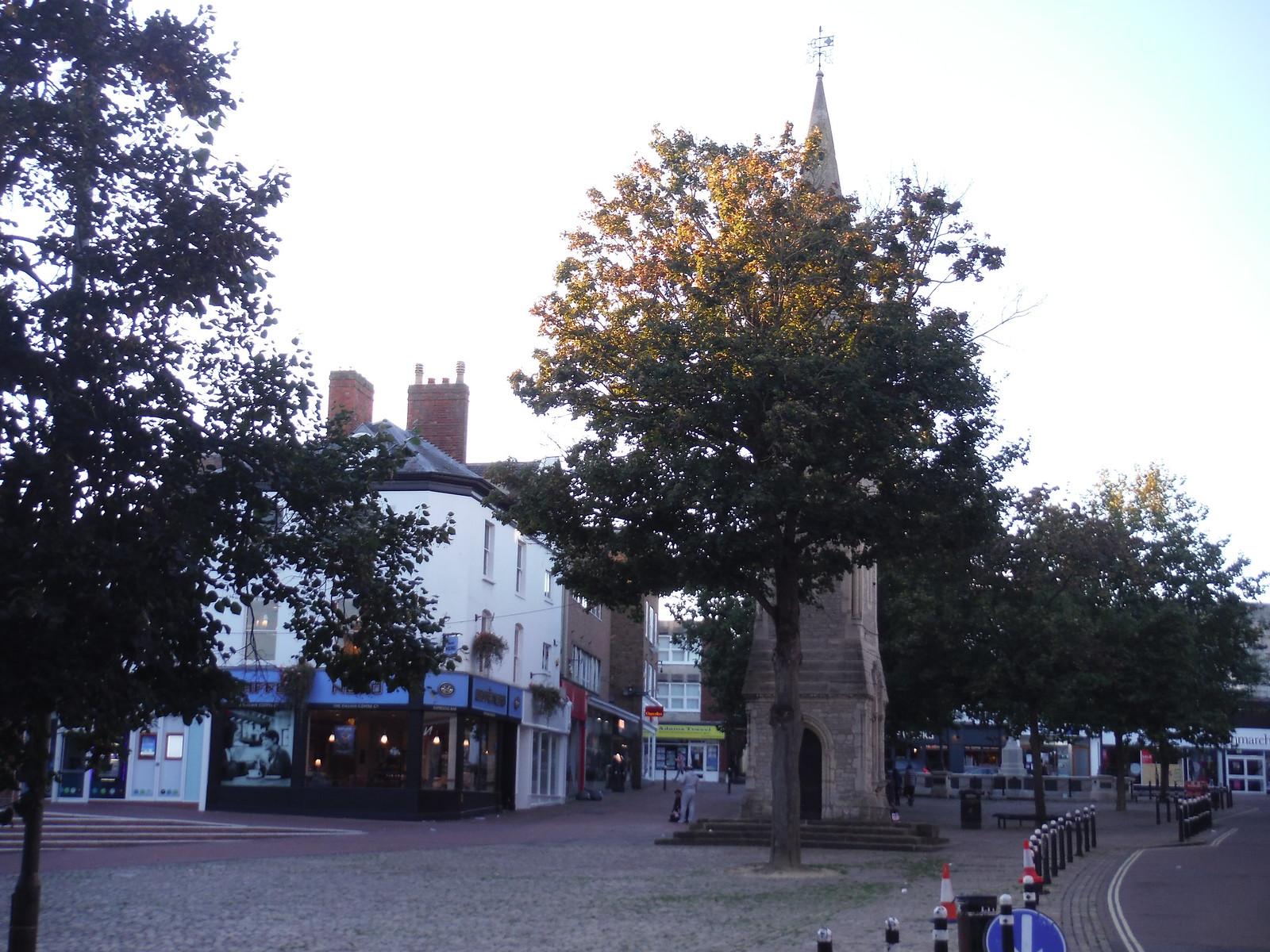 Market Square, Aylesbury SWC Walk 194 Aylesbury Vale Parkway to Aylesbury