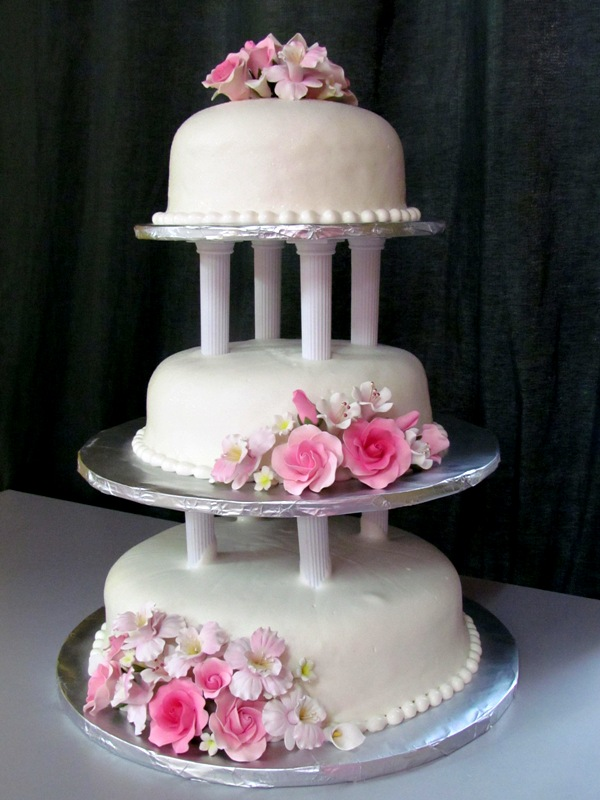 Cake Decorating Steam Fondant : Lea Oven: 3 Tier Wedding Cake - Steam Buttercream With ...