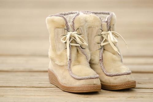 vintage tan mukluk boots