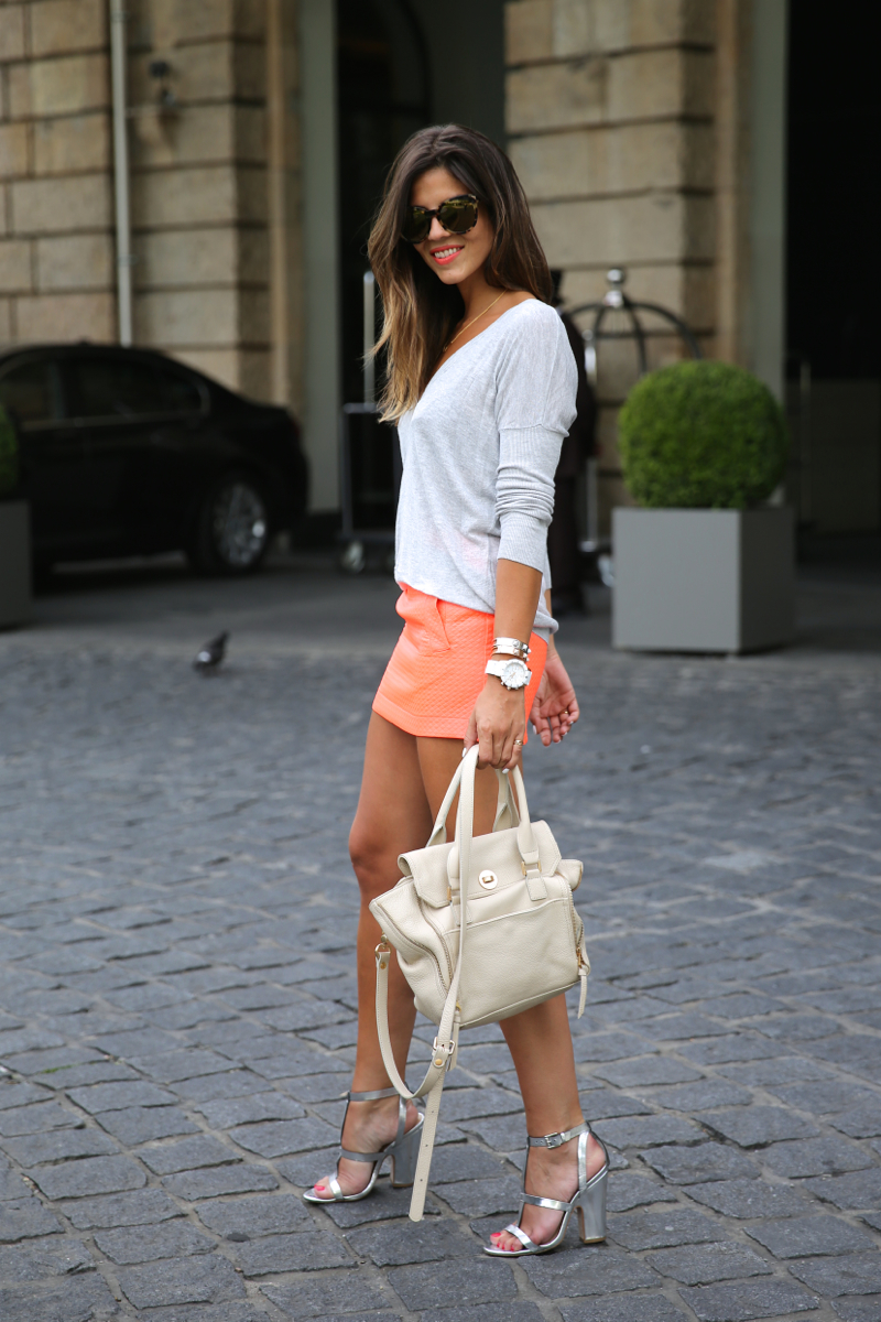 trendy_taste-look-outfit-street_style-ootd-blog-blogger-fashion_spain-moda_españa-primavera-orange-fluo-naranja_fluor_falda-sandalias_plata-silver_sandals-asos-basic_sweater-nine_west-11
