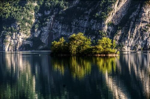 reflection island schweiz switzerland suisse ostschweiz insel svizzera spiegelung walensee walenstadt