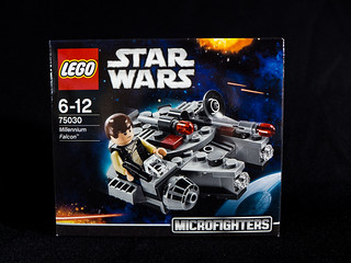 LEGO_Star_Wars_75030_01
