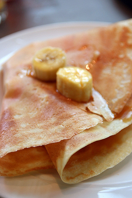 Crispy crepe with banana and honey