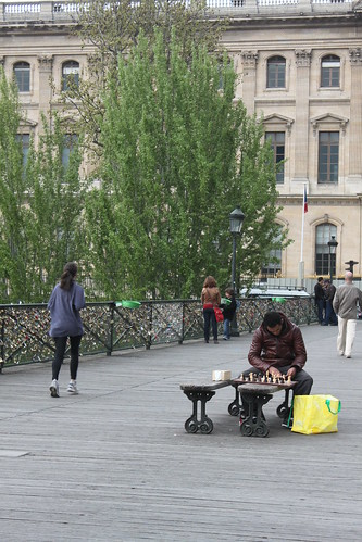 Solo chess match on the Pont des Arts