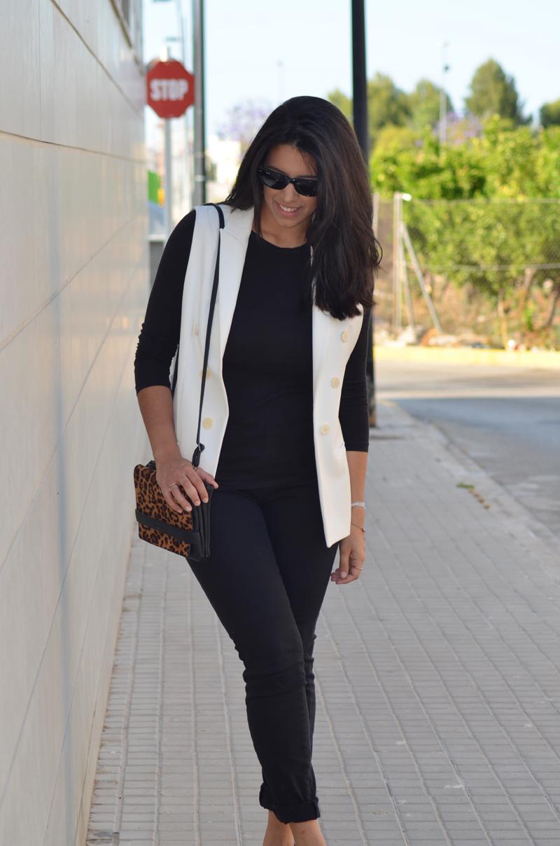 florenciablog total black look chaleco blanco como llevar chalecos leopard print stradivarius  (11)