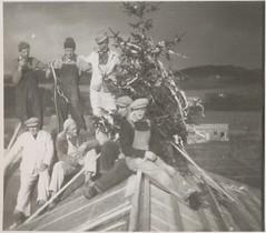 Kranselag på Falstad (ca. 1950) / Topping out at Falstad (ca. 1950)