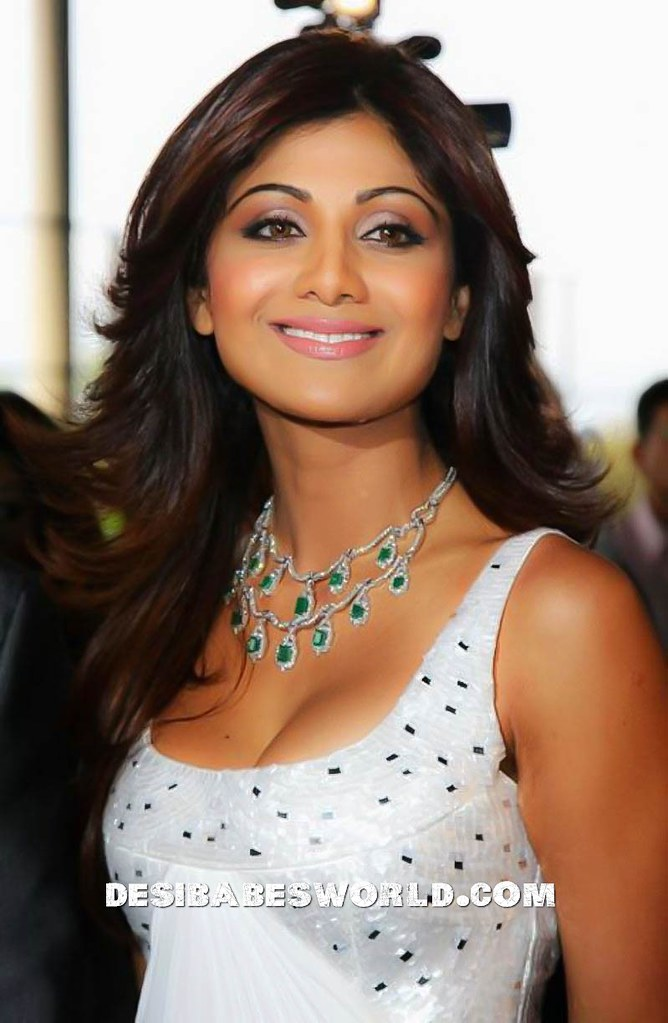 SHILPA SHETTY YOGA VIDEO : YOGA VIDEO