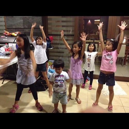 Who needs Jives? Kabisado na ng mga kids steps nila
