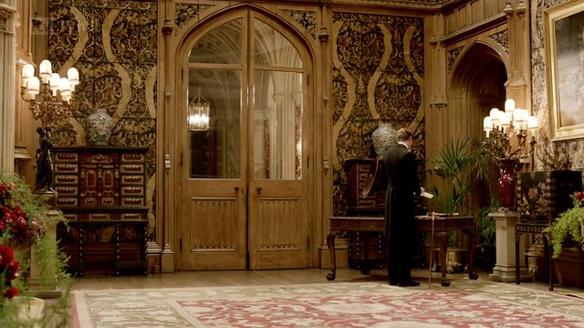 DowntonAbbeyS02E08_roomwithgramophone