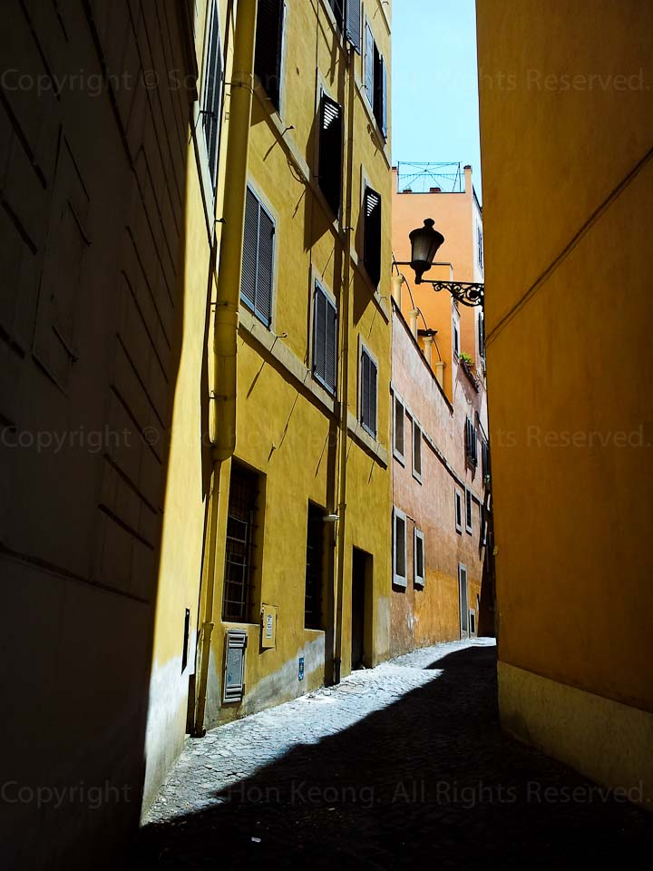 Alley @ Rome, Italy