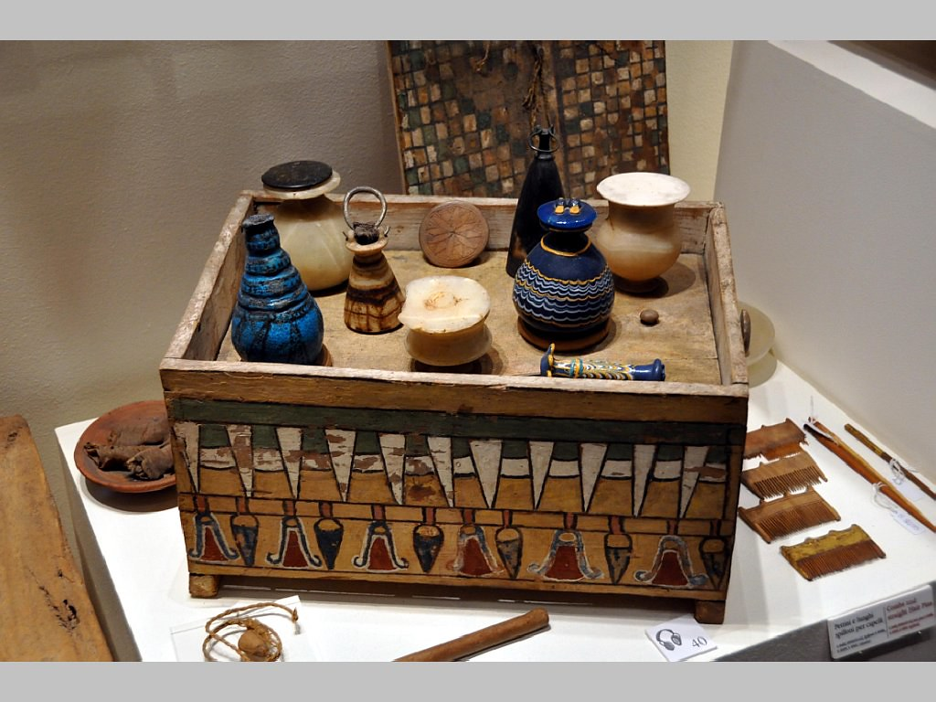 Authentic egyptian furniture - Egyptian Beauty Box Of Merit Deir El Medina 1400 B C 1024x768