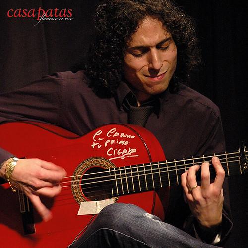 Jony Jiménez a la guitarra. Foto: Martín Guerrero