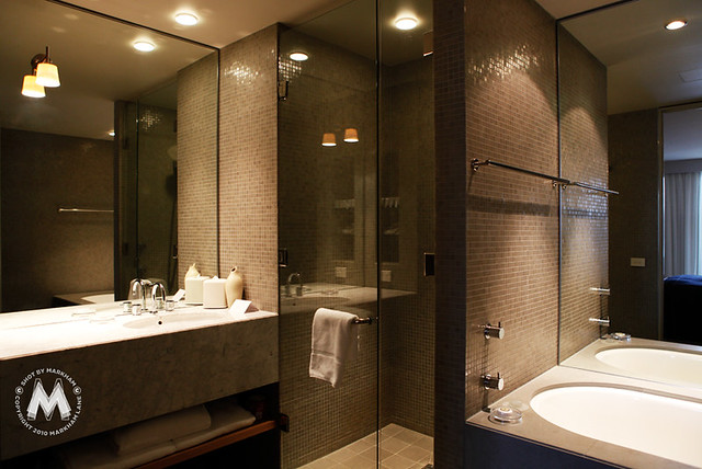 5 star hotel luxury suites at the hotel realm canberra for 5 star bathroom designs