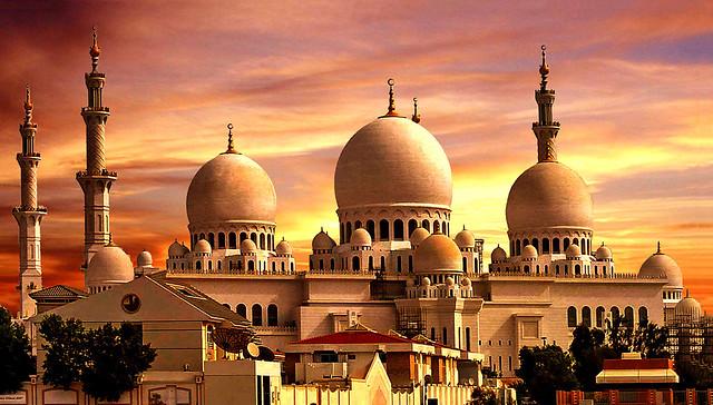 DUBAI - The mosque at sunset