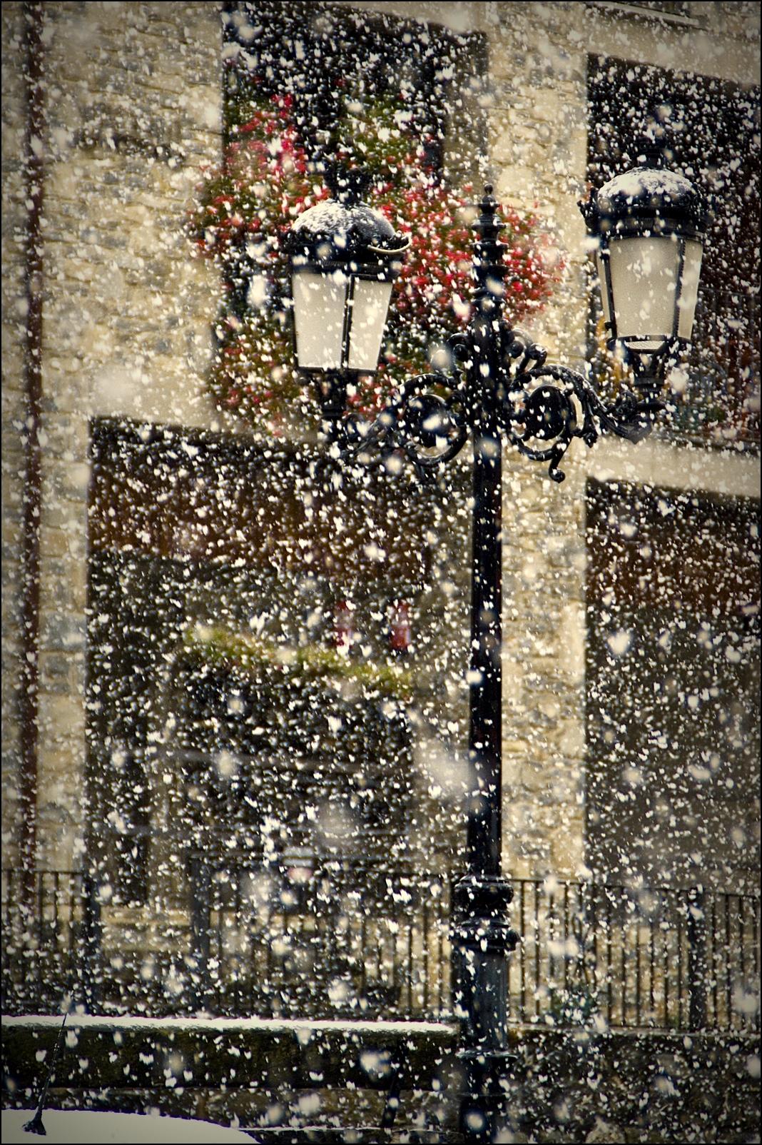 Luces en la nieve flickr photo sharing for Villa bonita violeta