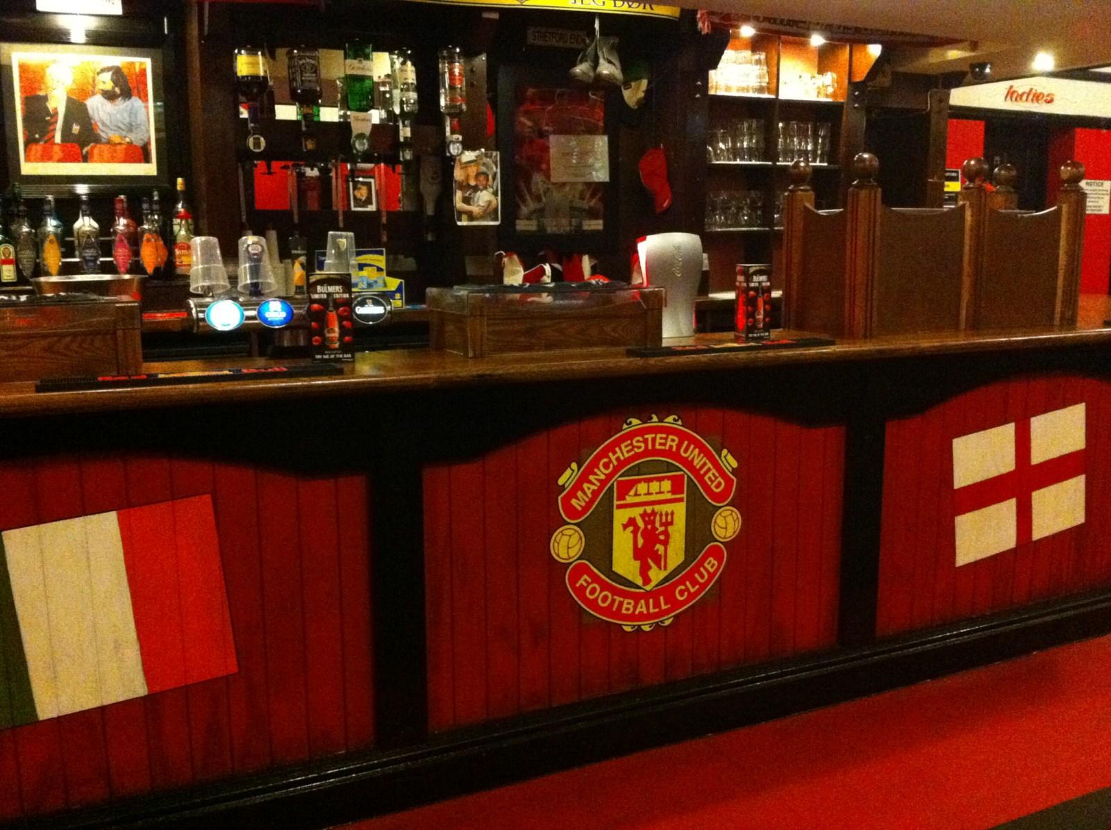 Pub cercano el estadio, en Trafford Old Trafford, El Teatro de los Sueños - 5251661143 a0c3d64d35 o - Old Trafford, El Teatro de los Sueños