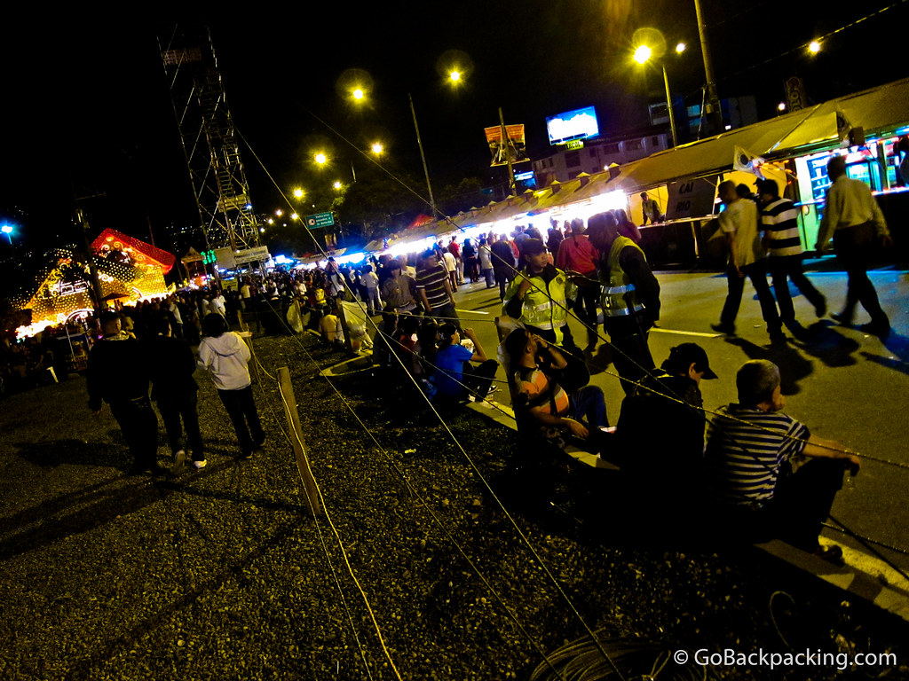 photo essay christmas lights in medellin street party by rio medellin