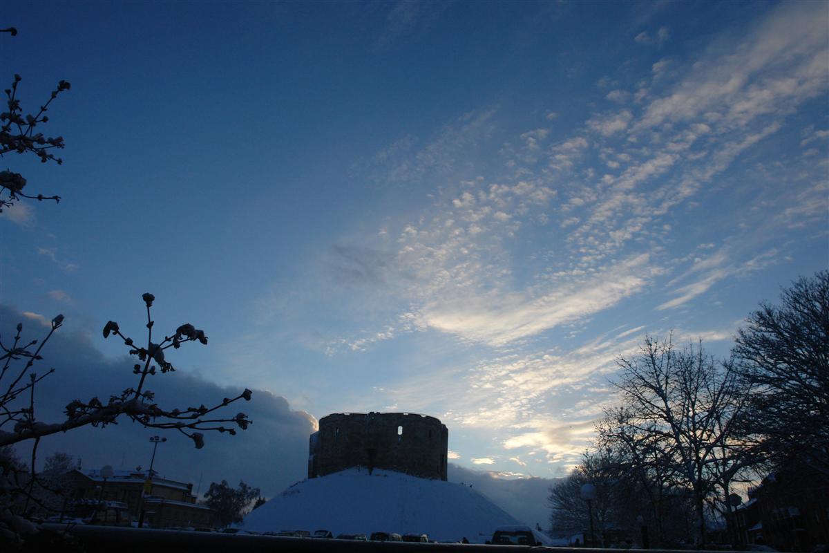 Clifford's Tower imponente y en una posición estratégica privilegiada York, magia e historia tras la nieve - 5272925889 39434e476a o - York, magia e historia tras la nieve