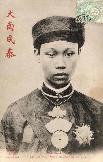 VIETNAM - HUE - Empereur d'Annam en Costume de Ville