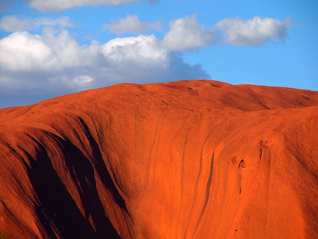 Uluru visto desde el lado sur. Parque Nacional Uluru-Kata Tjuta. Australia