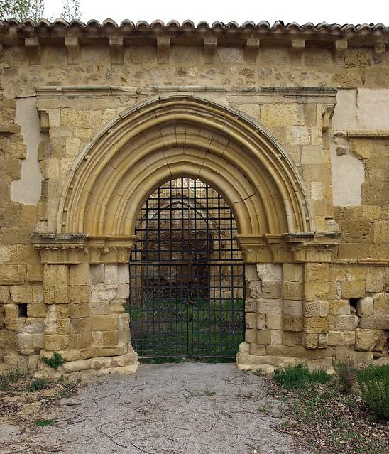Nogal de las Huertas (Palencia).  Monasterio de San Salvador. Portada