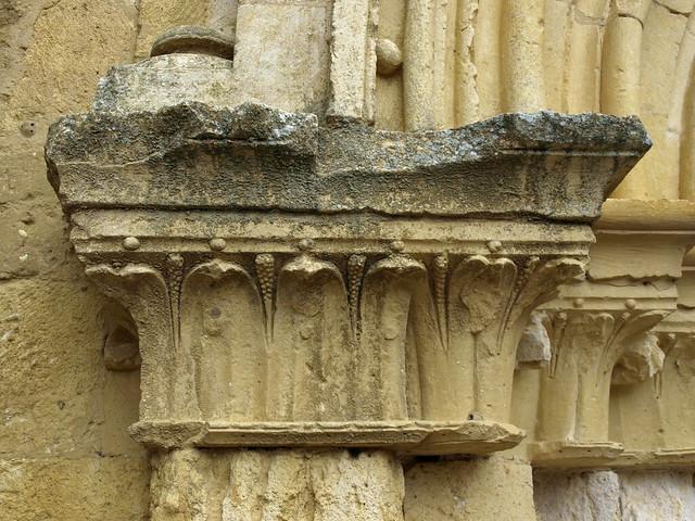Nogal de las Huertas (Palencia). Monasterio de San Salvador. Capiteles de la portada