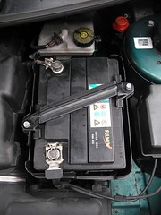 phil 39 s workbench changing the battery in a peugeot 206. Black Bedroom Furniture Sets. Home Design Ideas