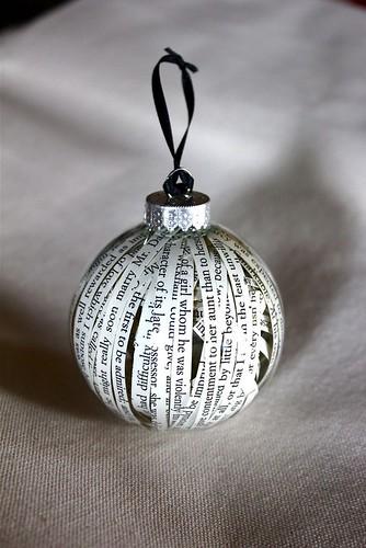 En bok i julgranen? u2013 I min bokhylla