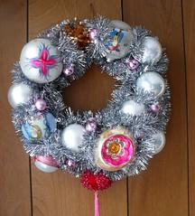 decor(1.0), christmas decoration(1.0), wreath(1.0),