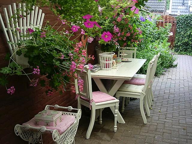fotos de um jardim floridoUm jardim agradável e bem florido onde vou