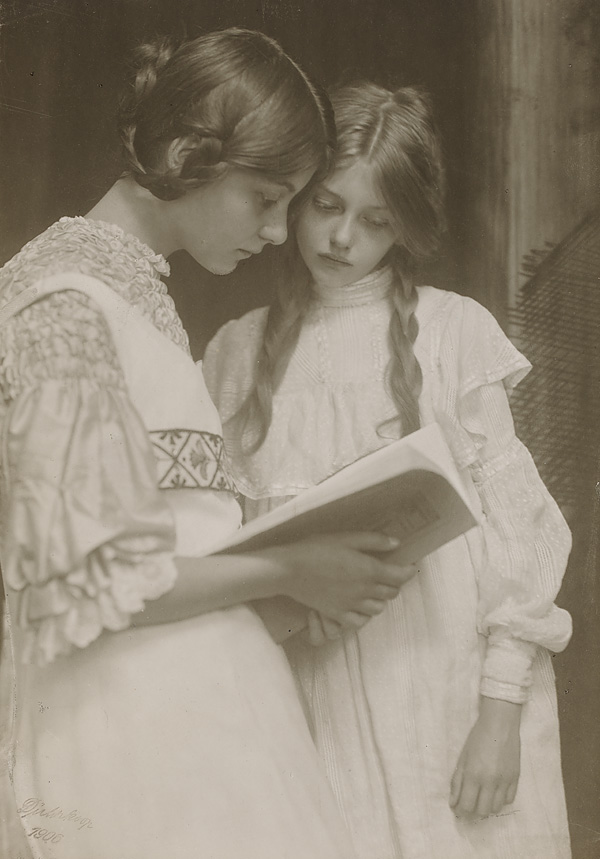 Gertrude und Ursula Falke.