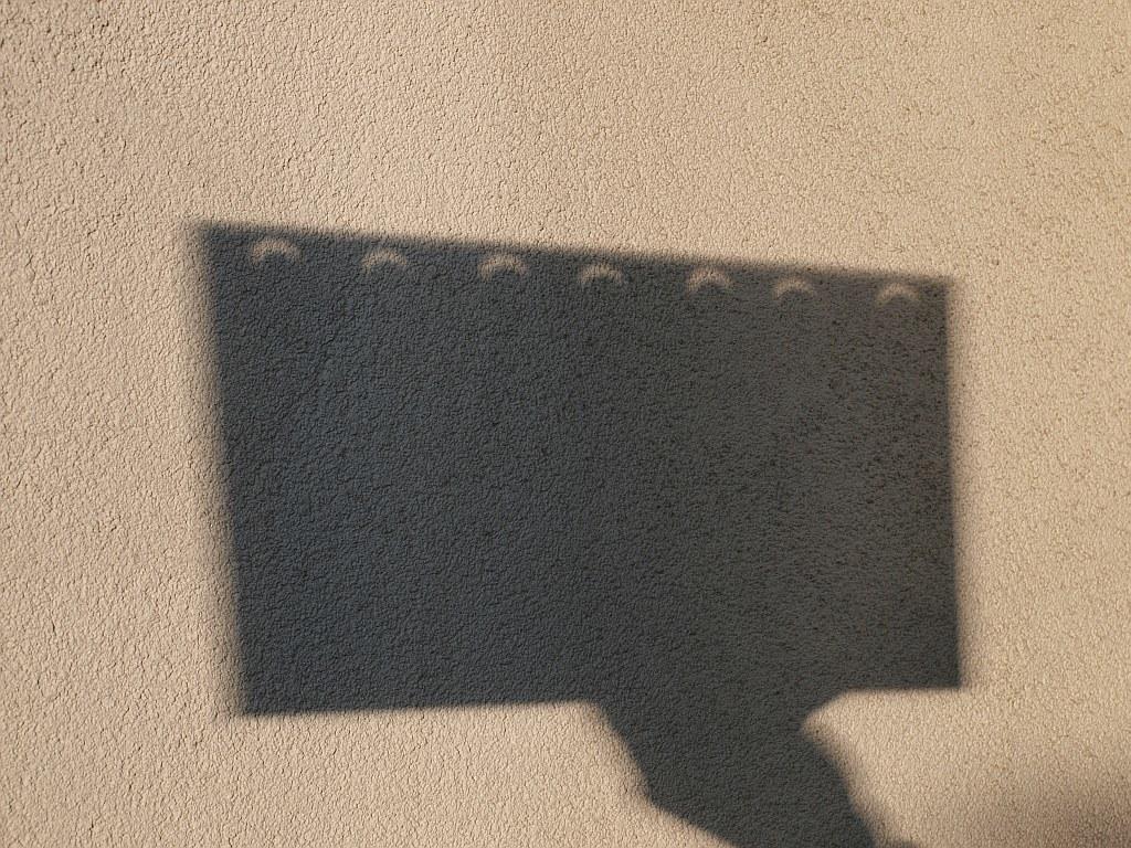 """9:13 MEZ: Sonnenfinsternis mit der """"Lochkamera"""""""