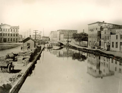 Miami-Erie Canal looking north from Third Street, Dayton, Ohio (1900)
